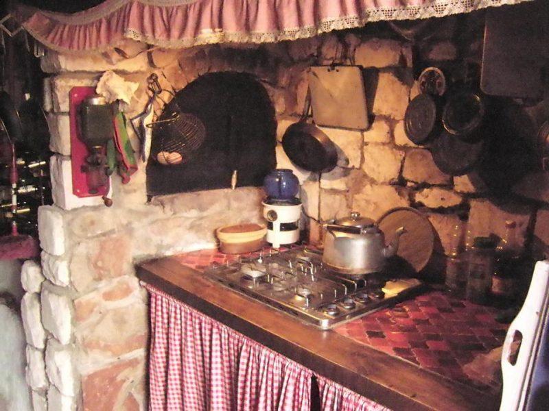 Foto: S. van der Ent. Ouderwetse, zéér nostalgische keuken in Frans landhuis